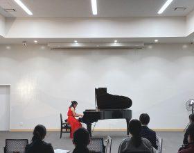 12月16日(水)、本学甲府キャンパス大村記念ホールにおいて、2020年度「第4回水曜イブニングコンサート」が開催されました